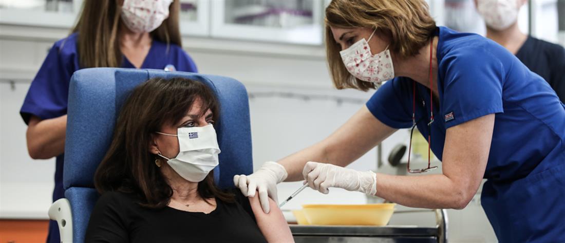 Εμβόλιο - Σακελλαροπούλου: χαμόγελο αισιοδοξίας φωλιάζει δίπλα στην αγωνία