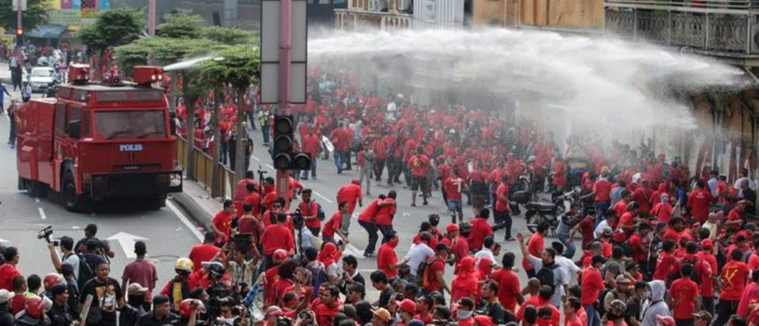 Επεισόδια σε φιλοκυβερνητική διαδήλωση στη Μαλαισία