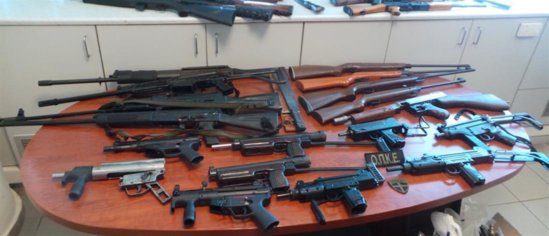 Οπλοπολυβόλα και χειροβομβίδες βρέθηκαν σε σπίτια στο Ηράκλειο (φωτό)