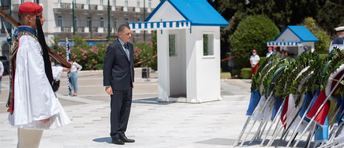 Εισβολή στην Κύπρο: ο Στεφανής κατέθεσε στεφάνι για τους πεσόντες (εικόνες)