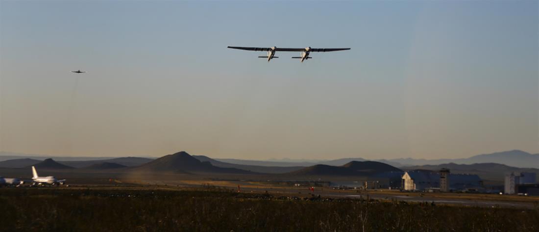 Stratolaunch: πρώτη πτήση για το μεγαλύτερο αεροπλάνο στον κόσμο (εικόνες)