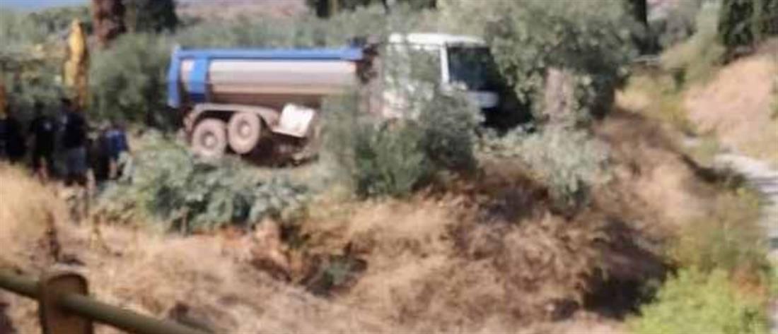 Φωκίδα - δυστύχημα: φορτηγό έπεσε πάνω σε ελιά
