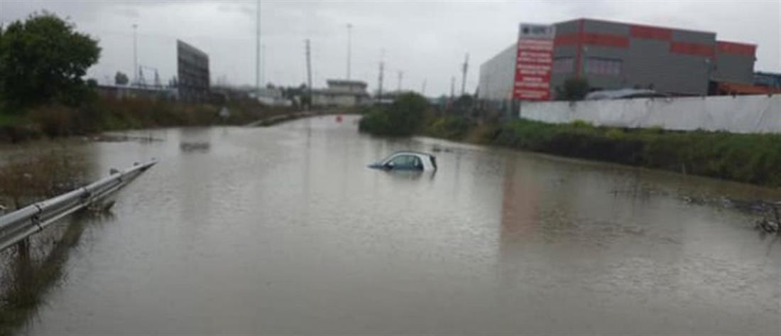 Οινόφυτα - πλημμύρες - αυτοκίνητο