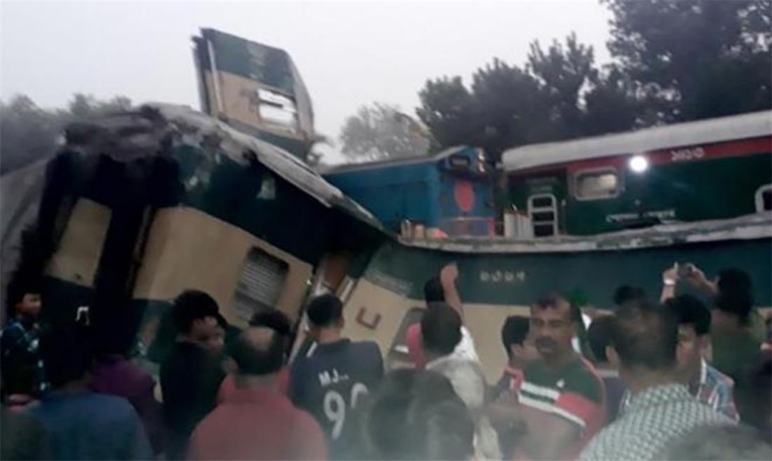 Μπαγκλαντές - δυστύχημα - μετωπική τρένων