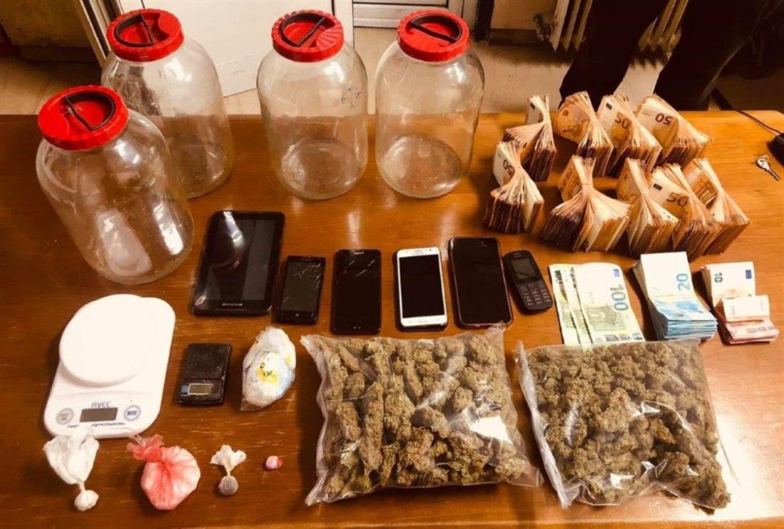 Λεφτά - Ναρκωτικά - ΓΑΔΑ