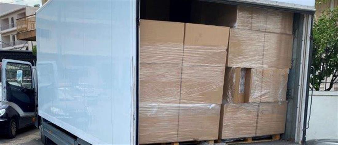 ΕΛΑΣ - λαθραία τσιγάρα: εκατοντάδες χιλιάδες πακέτα σε φορτηγό