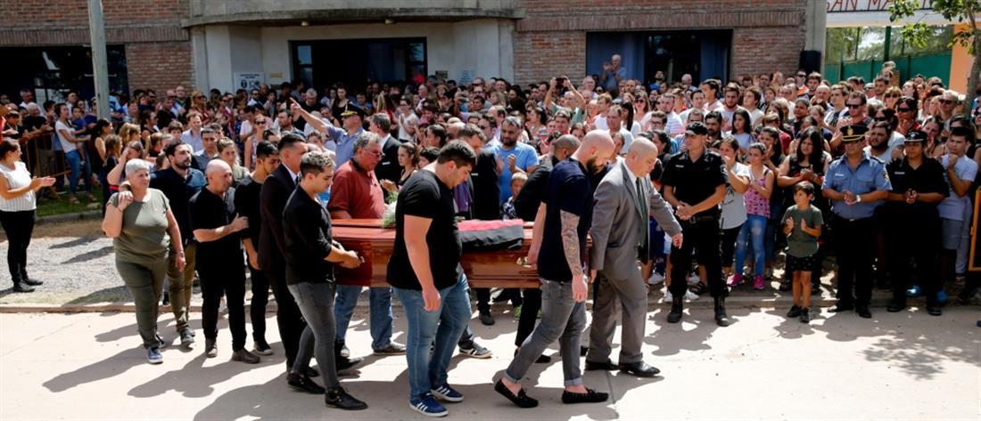 """Πλήθος κόσμου για το """"τελευταίο αντίο"""" στον Εμιλιάνο Σάλα (βίντεο)"""
