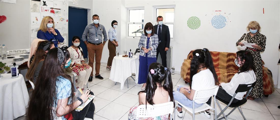 Στη Δομή Φιλοξενίας Ασυνόδευτων Ανηλίκων Ιλίου η Κατερίνα Σακελλαροπούλου