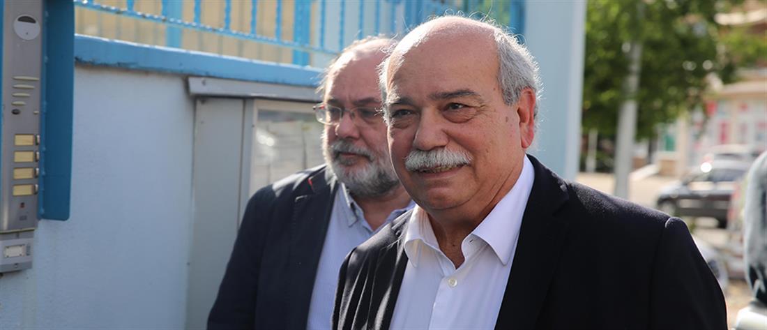Με τους γονείς των δύο Ελλήνων αξιωματικών επικοινώνησε ο Νίκος Βούτσης