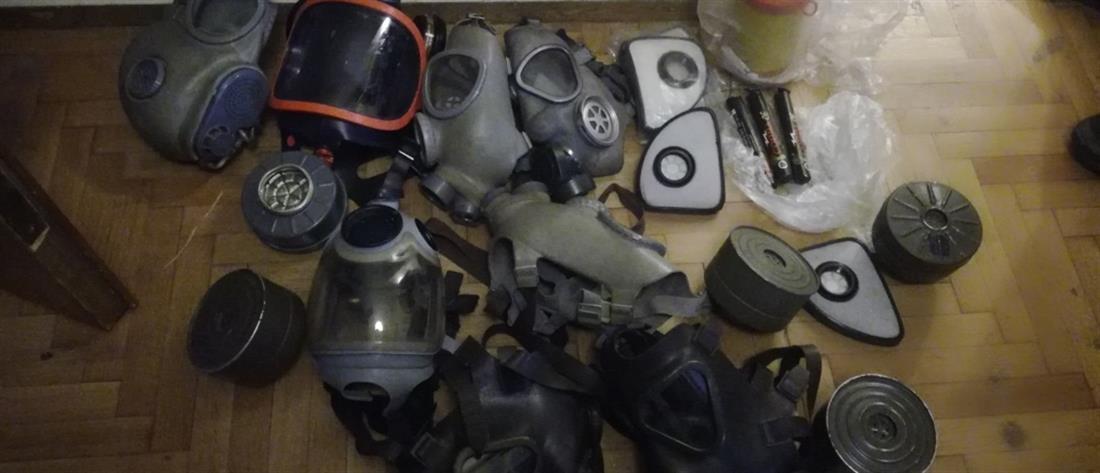 """Επιχείρηση της ΕΛΑΣ στα Εξάρχεια: Τι βρήκαν σε διαμέρισμα """"γιάφκα"""" (εικόνες)"""