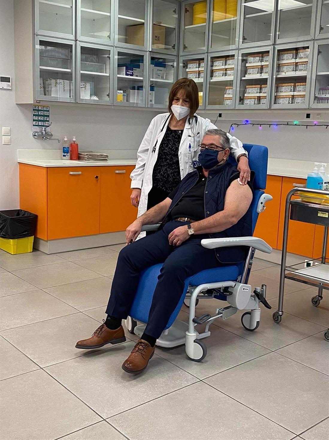 Κουτσούμπας - εμβόλιο - κορονοίός