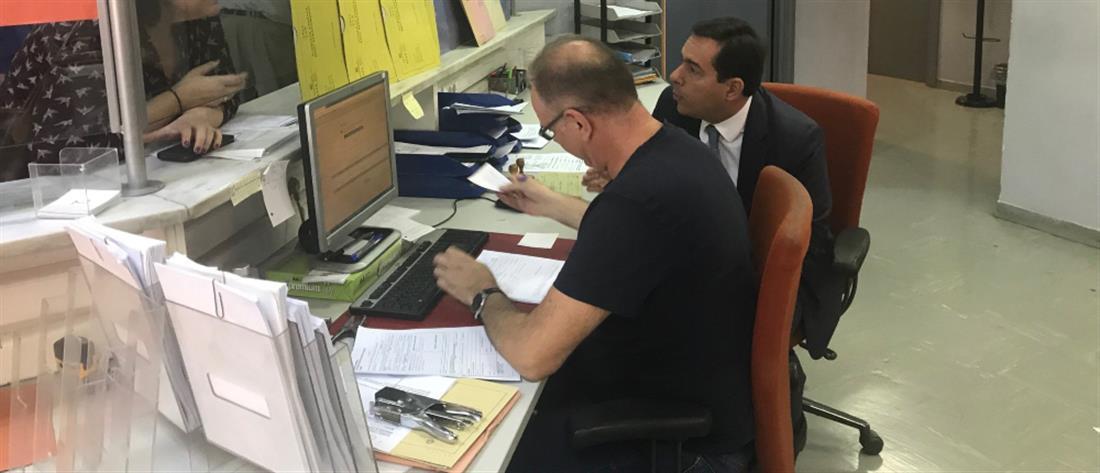"""""""Έφοδος"""" Μηταράκη στον ΕΦΚΑ λόγω… """"κατεβασμένων"""" τηλεφώνων"""