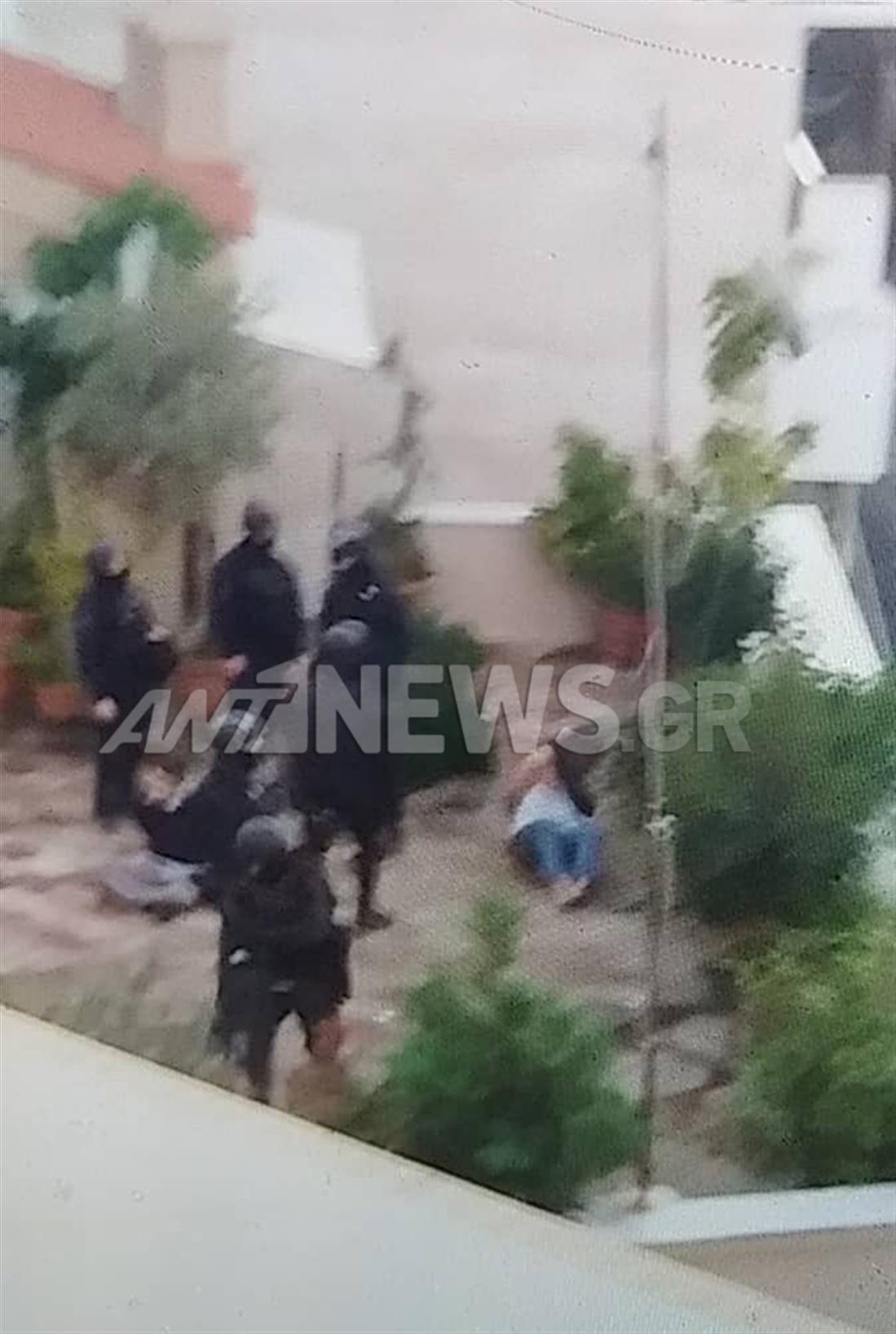 Κουκάκι - ΕΛΑΣ - εκκένωση - κατάληψη - ταράτσα - συλλήψεις