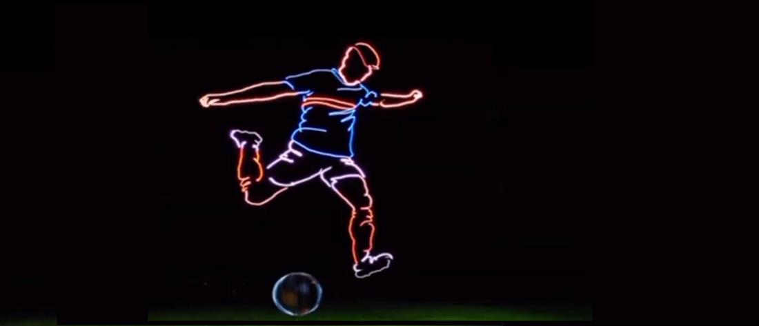 Drones σχημάτισαν στον ουρανό γιγαντιαίο ποδοσφαιριστή