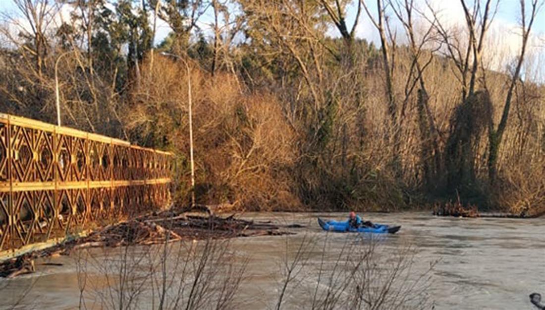 Ζημιές - κορμοί - παλιά γέφυρα του Καλαμά