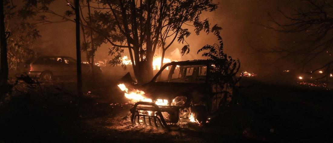 """Φωτιά στη Βαρυμπόμπη: Πύρινη """"κόλαση"""" και ολονύχτια """"μάχη"""" με τις φλόγες"""