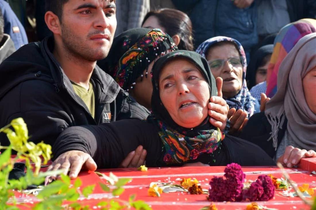 Κούρδοι - ταφή - παιδιά