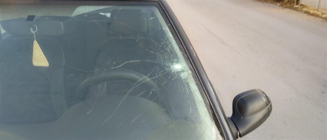 """""""Αδέσποτη"""" σφαίρα κατέληξε σε αυτοκίνητο (εικόνες)"""