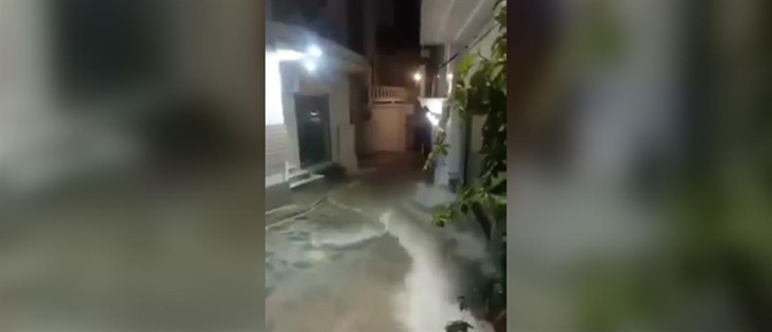 """""""Χείμαρροι"""" οι δρόμοι στην Σκόπελο (βίντεο)"""