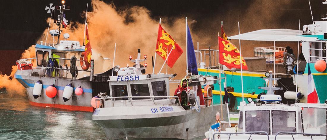 """""""Ναυμαχία"""" στη Μάγχη για τα αλιευτικά δικαιώματα (βίντεο)"""