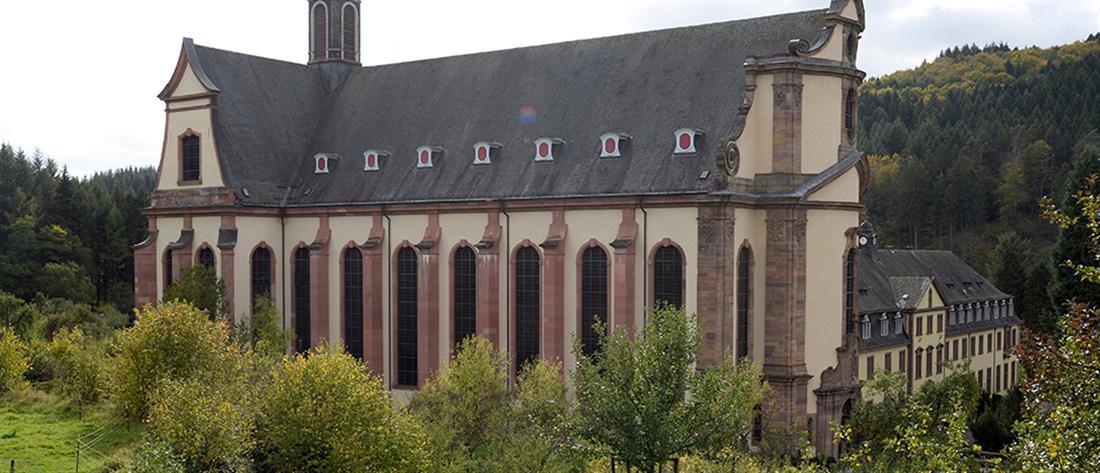 Μοναχή 117 ετών νίκησε τον κορονοϊό