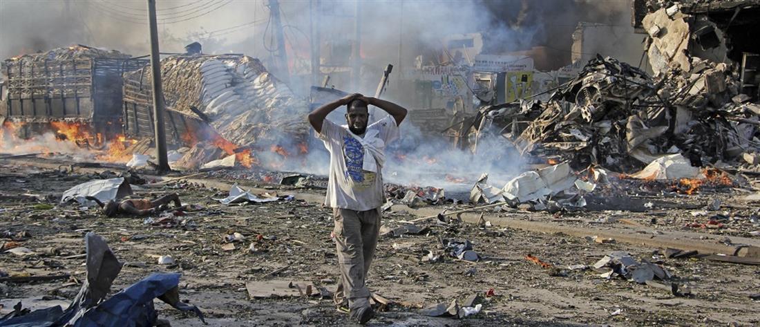 Εφιαλτικός ο απολογισμός των δύο βομβιστικών επιθέσεων στη Σομαλία (βίντεο)