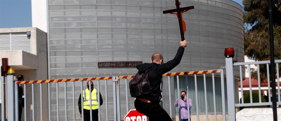 """""""El Diablo"""": Νέες διαμαρτυρίες με σταυρούς και εικόνες του Χριστού στην Κύπρο"""