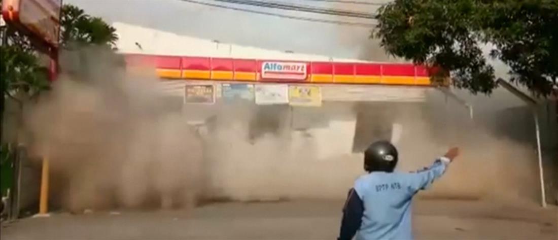 Ινδονησία: η στιγμή κατάρρευσης κτηρίου (βίντεο)