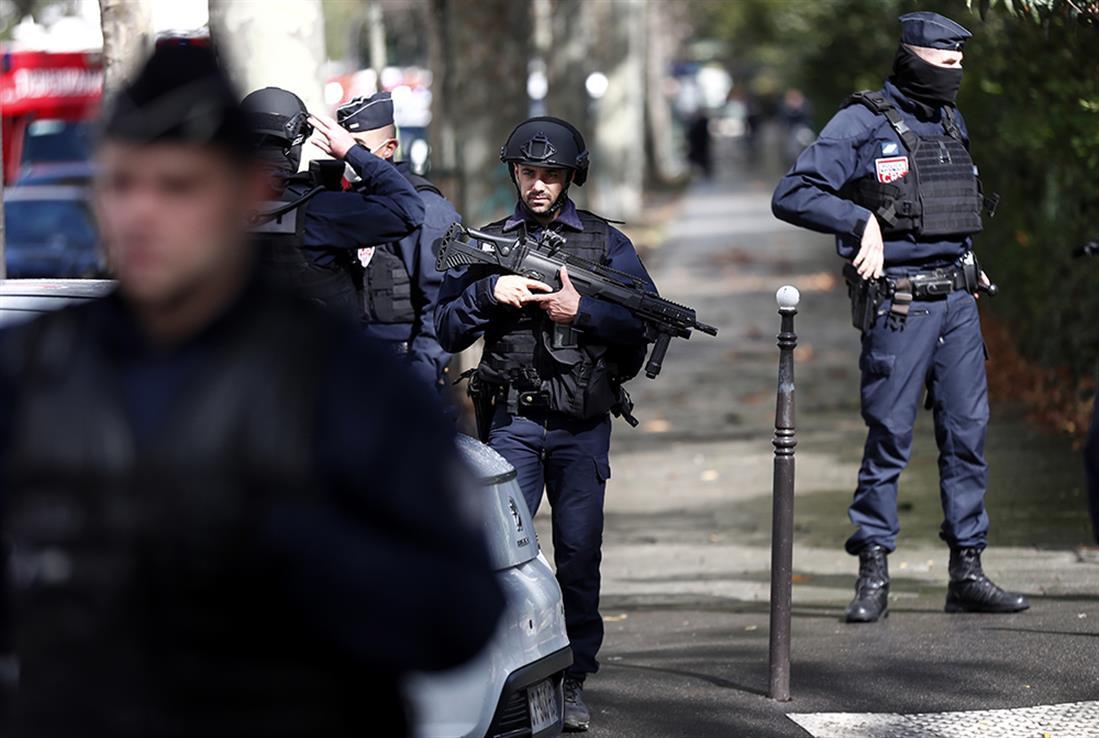Παρίσι - επίθεση - μαχαίρι