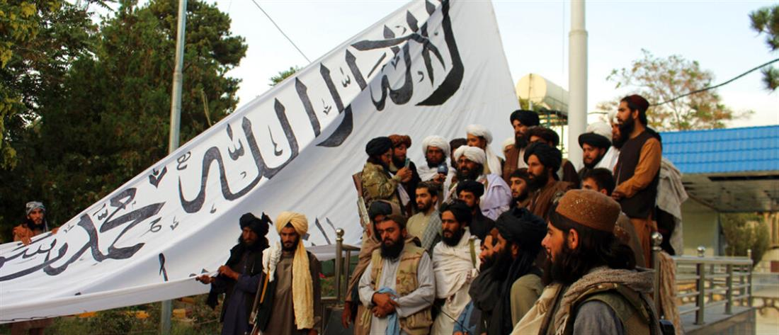 """Μακρόν για Αφγανιστάν: υπάρχει κίνδυνος ένα κύμα μεταναστών να """"σαρώσει"""" την Ευρώπη"""
