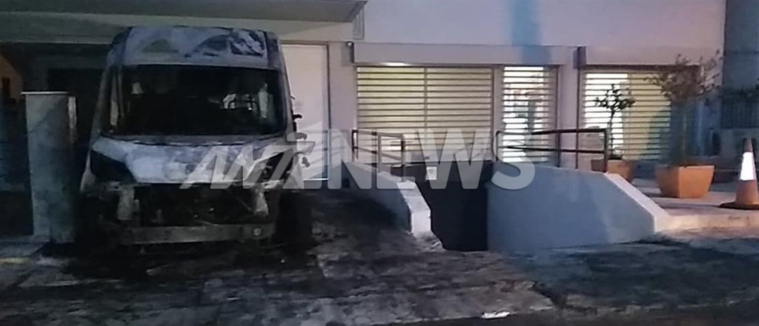 Εμπρησμός αυτοκινήτων στο Μοσχάτο (εικόνες)