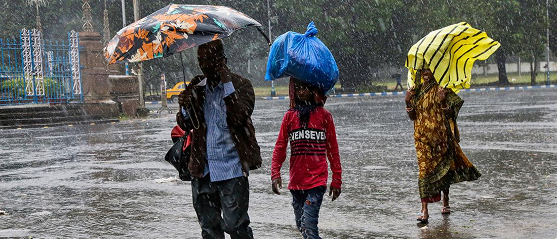 """Δεκάδες νεκροί και αγνοούμενοι από τον κυκλώνα """"Μπουλμπούλ"""" (εικόνες)"""