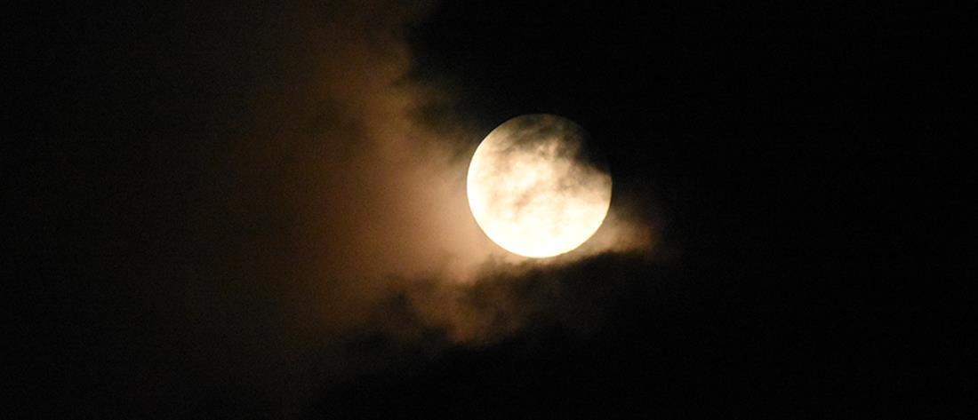 Πανσέληνος και μερική έκλειψη της Σελήνης