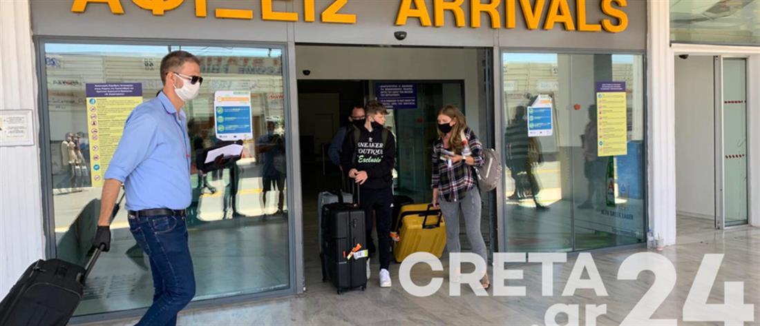 Έφτασαν οι πρώτοι Βρετανοί τουρίστες στα ελληνικά νησιά (εικόνες)