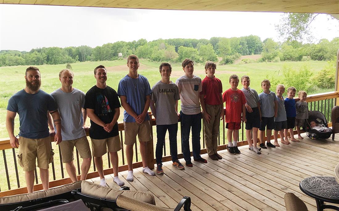 AP - Οικογένεια - 14 αγόρια - Μίσιγκαν