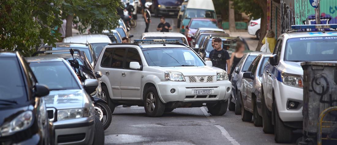 Εξάρχεια: αστυνομική επιχείρηση για εκκένωση κατάληψης