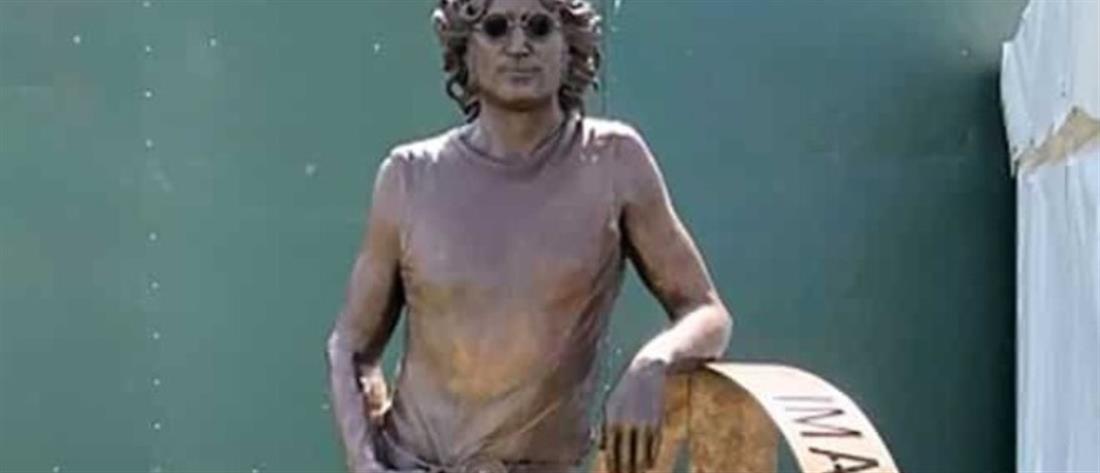 Άγαλμα του Τζον Λένον σε... περιοδεία για τα γενέθλια του καλλιτέχνη;