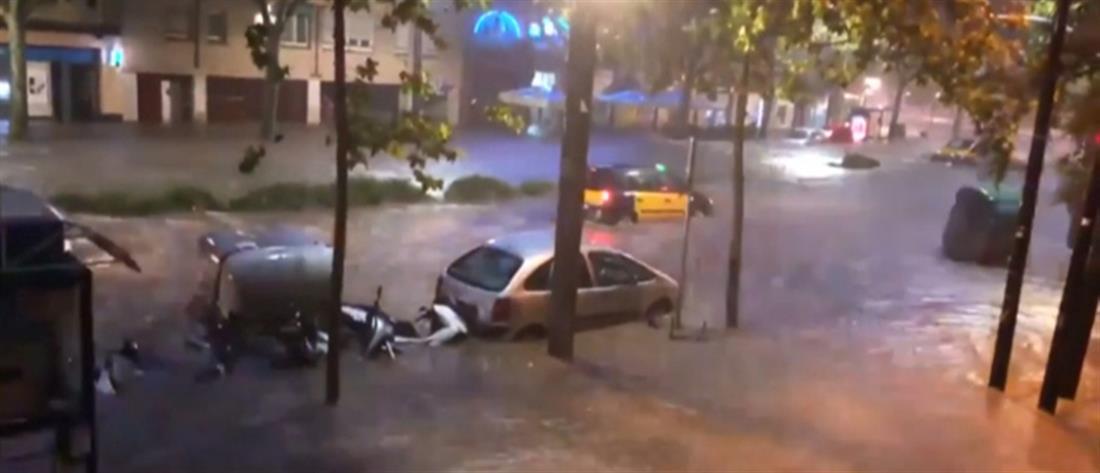 """""""Ποτάμια"""" οι δρόμοι της Βαρκελώνης – Επέπλεαν τα αυτοκίνητα (βίντεο)"""