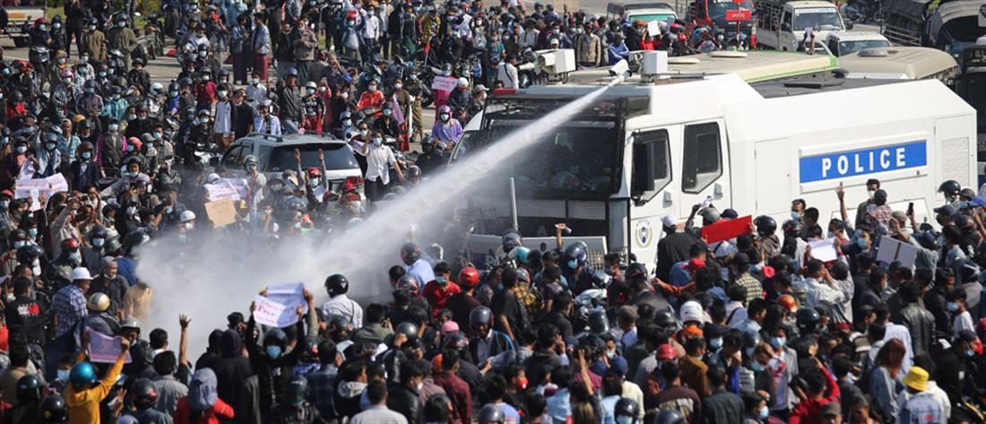 """Μιανμάρ: οι διαδηλώσεις κατά της χούντας """"βάφτηκαν"""" στο αίμα"""