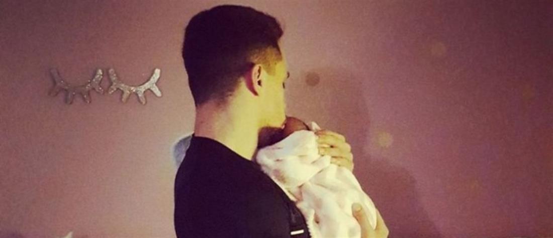 Πετρούνιας: Η πρώτη φωτογραφία με την κόρη του στο σπίτι τους (εικόνες)