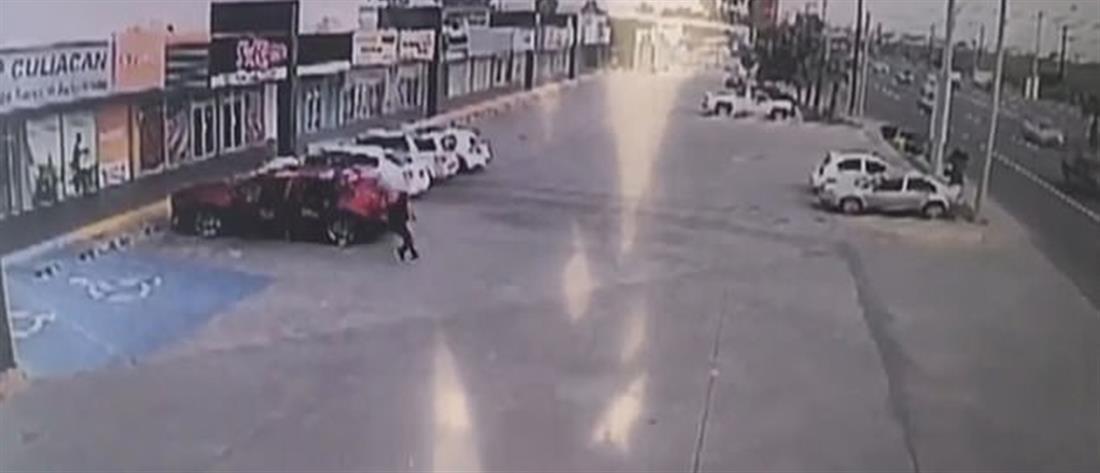 Γάζωσαν με εκατοντάδες σφαίρες αστυνομικό που συνέλαβε τον υιό Ελ Τσάπο (βίντεο)