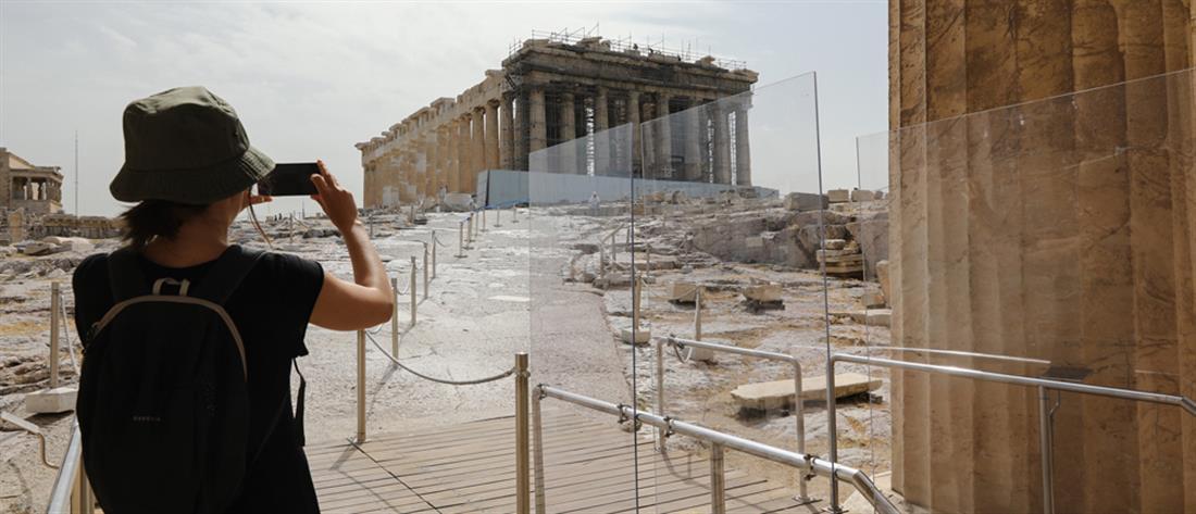 """Politico: """"Η Ελλάδα της καρδιάς μας"""" διατήρησε τον κορονοϊό υπό έλεγχο"""