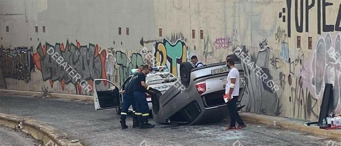 Αυτοκίνητο έπεσε από γέφυρα στην Αμφιθέας (εικόνες)