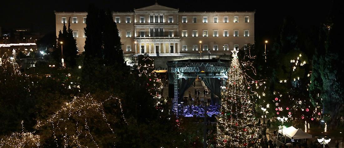 Φωταγωγήθηκε το χριστουγεννιάτικο δέντρο στο Σύνταγμα (εικόνες)
