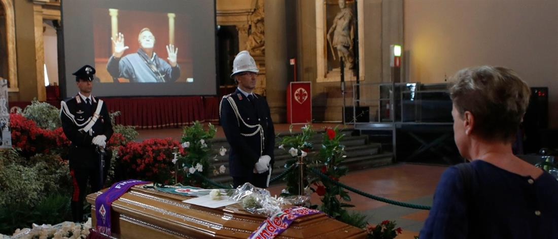 Πλήθος κόσμου αποχαιρετά τον Φράνκο Τζεφιρέλι (βίντεο)