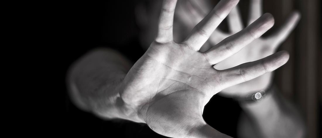Γυναίκα στρατιωτικός δέχθηκε επίθεση με κλωτσιές στο πρόσωπο