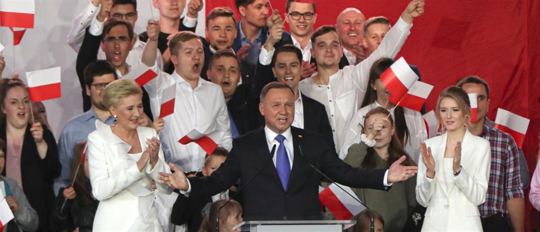 Πολωνία: Οριακό προβάδισμα για τον απερχόμενο πρόεδρο Ντούντα