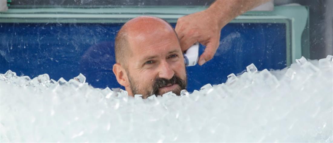 Ρεκόρ Γκίνες για τη μεγαλύτερη παραμονή μέσα σε πάγο (εικόνες)