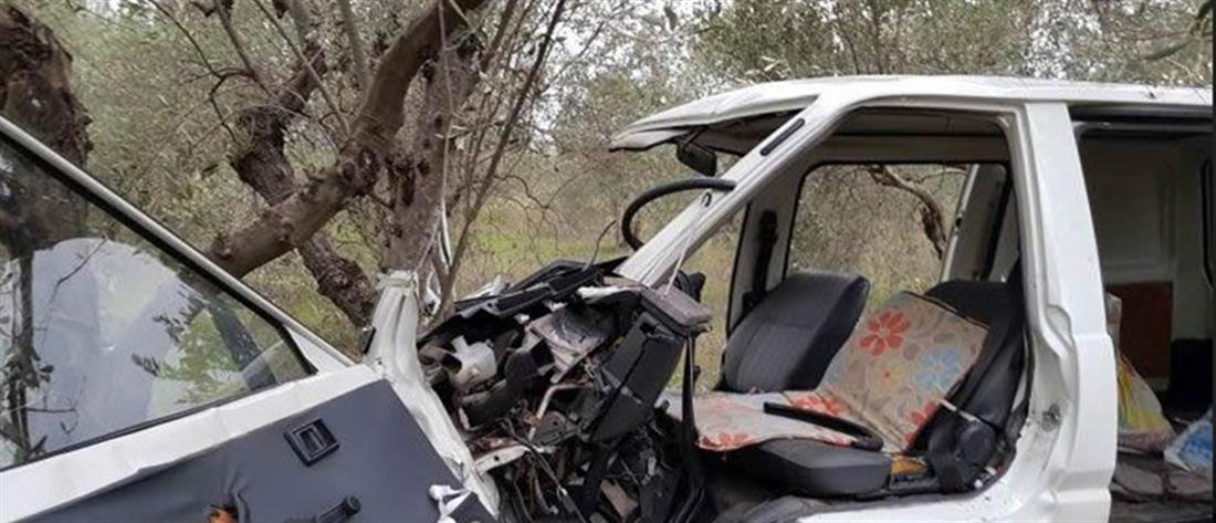 """""""Πέταξε"""" με το αυτοκίνητο και καρφώθηκε σε δέντρο (εικόνες)"""