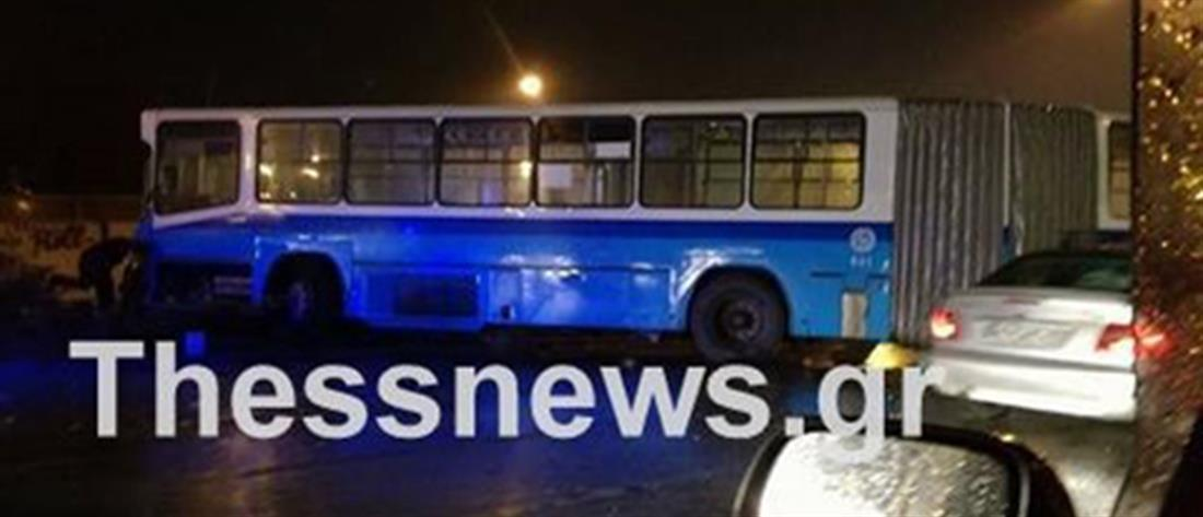 Λεωφορείο του ΟΑΣΘ προσέκρουσε σε μπάρες